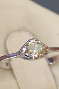 0,5 ct os gyémánt gyűrű, RITKA TERMÉSZETES OLIVAZÖLD